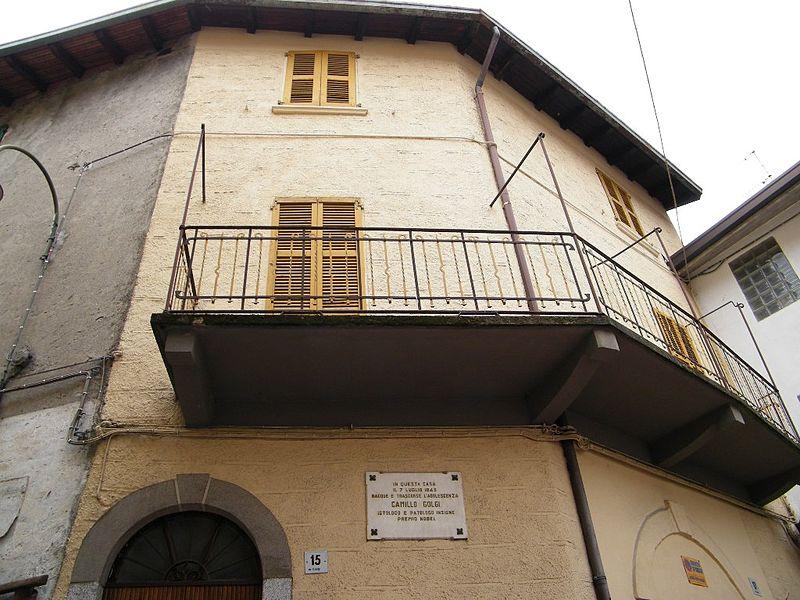 800px-Casa_natale_di_Camillo_Golgi_-_Corteno_Golgi_(Foto_Luca_Giarelli)